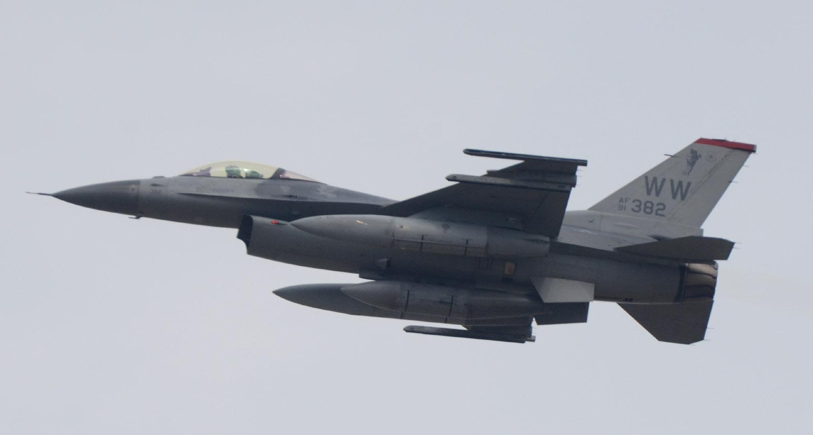 F16cm150401g845