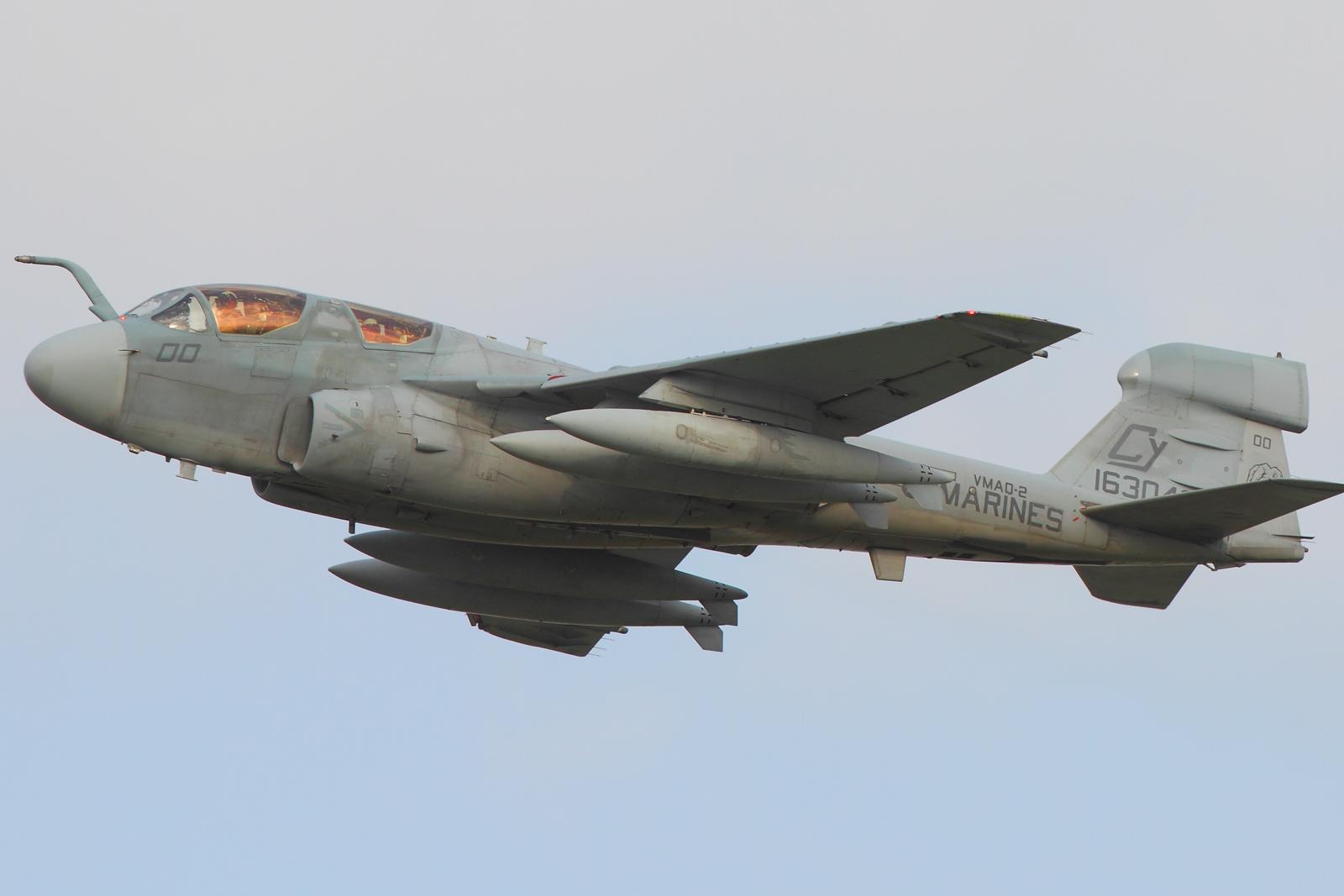 5月10日 EA-6B CY00