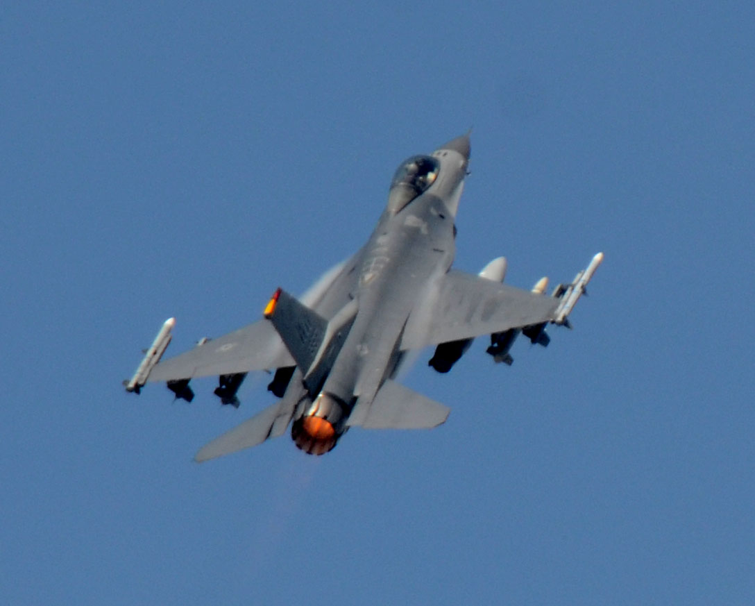 F16cm150921g098
