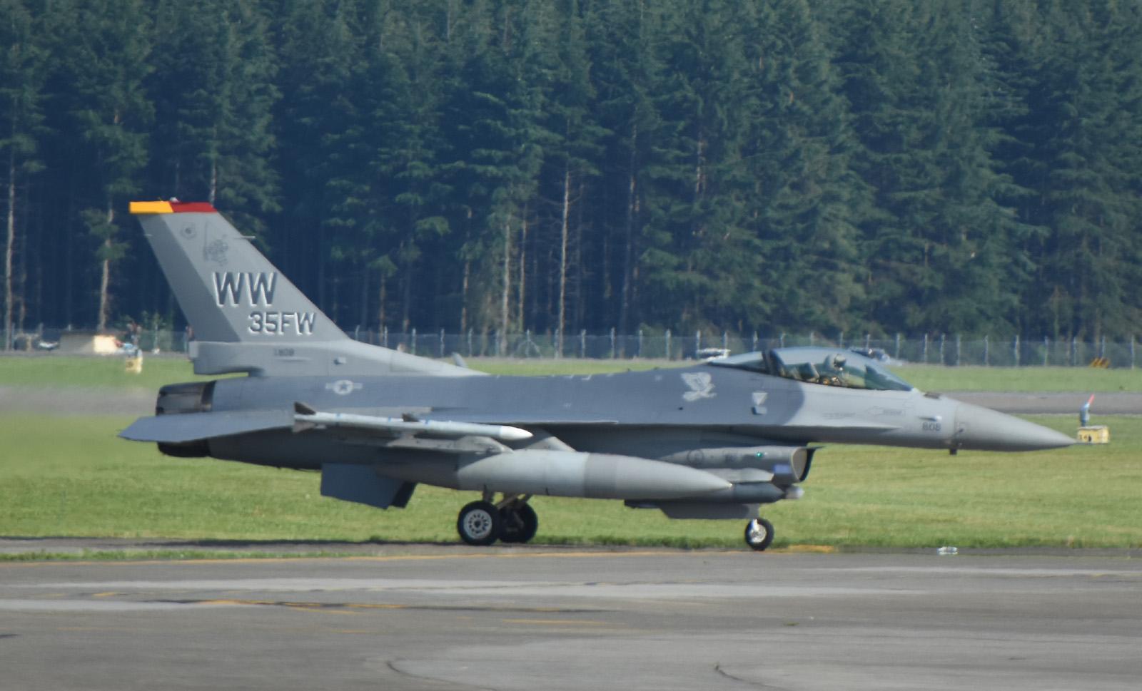 F16cm160623g986