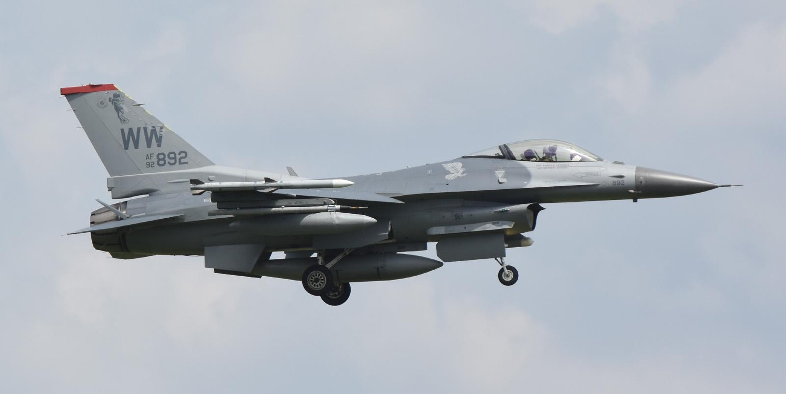 F16cm160803g590