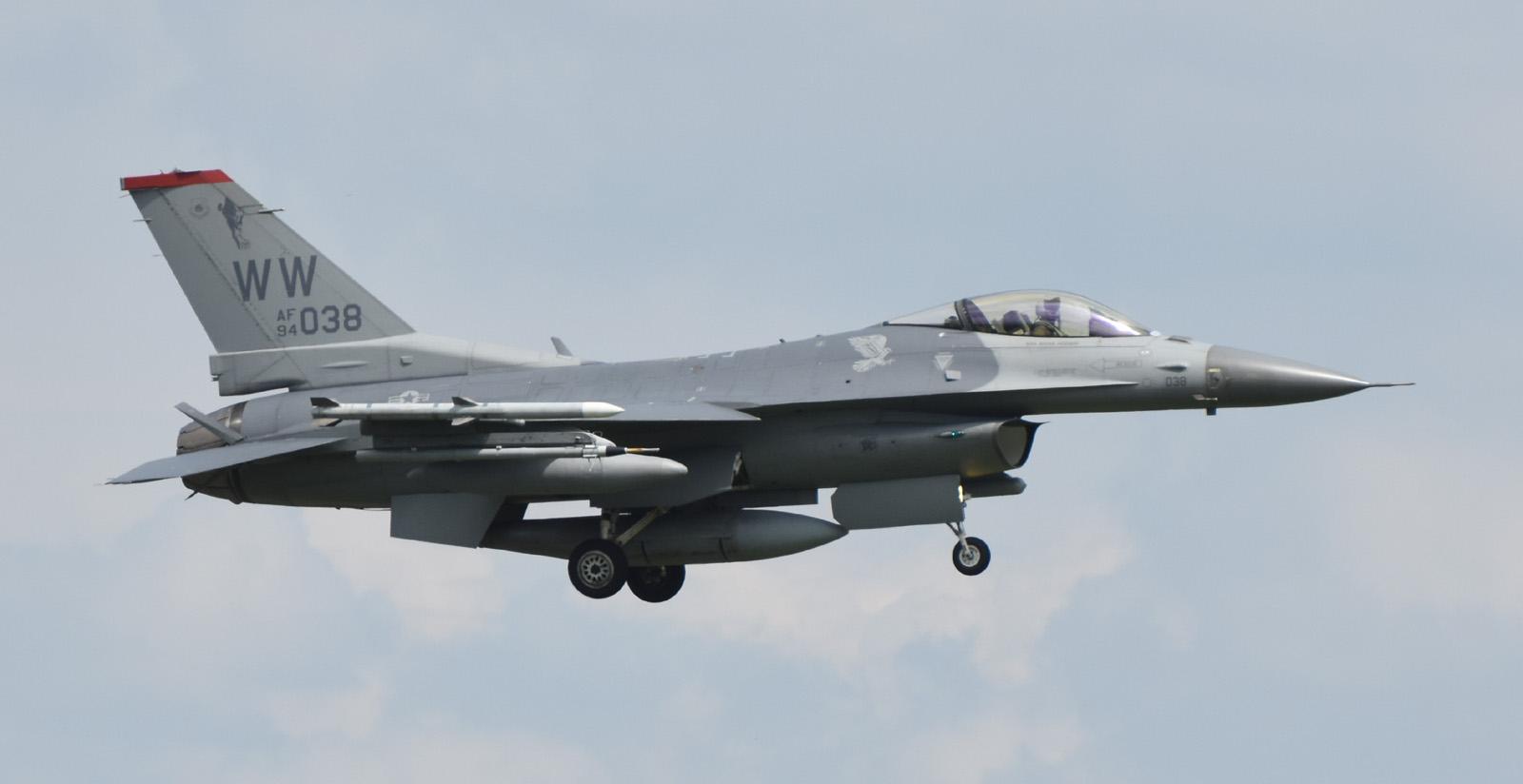 F16cm160803g596