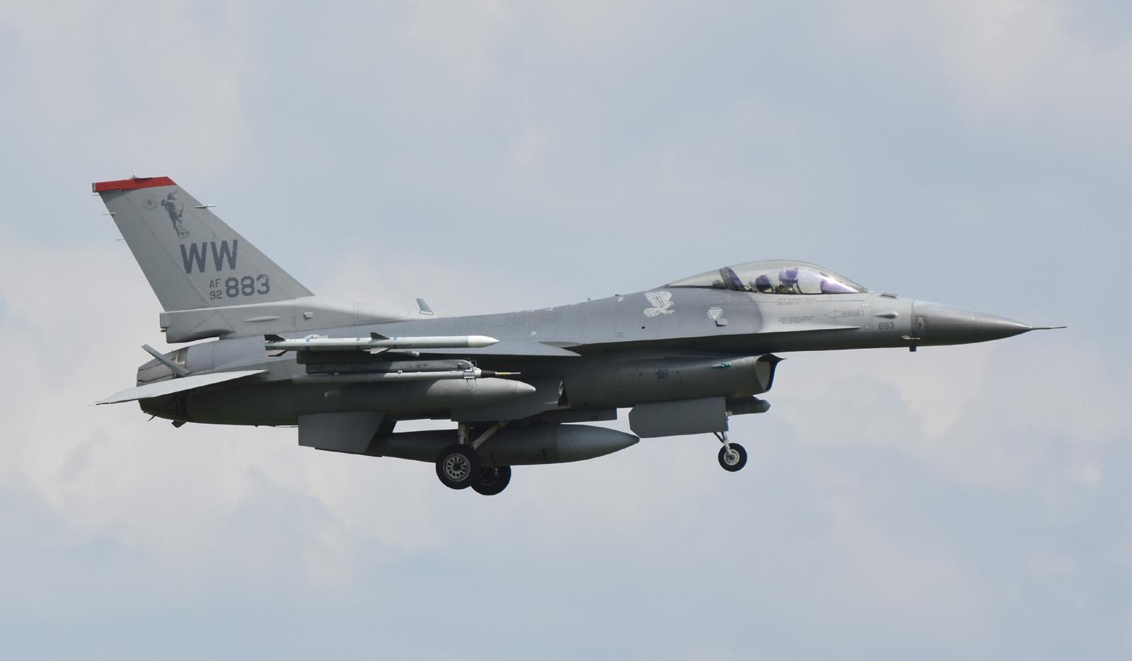 F16cm160803g604