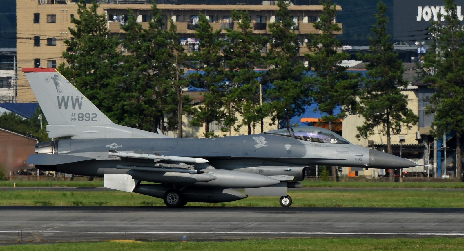 F16cm160805g098