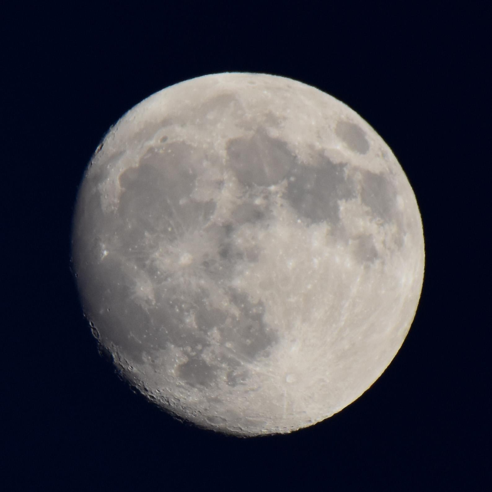Moon161014g222