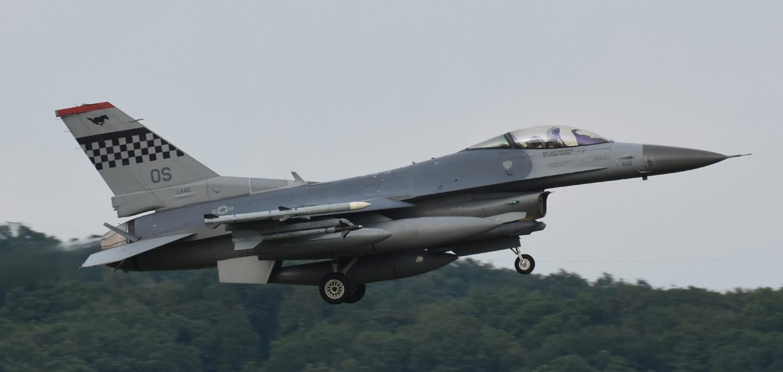 F16cm170601g736