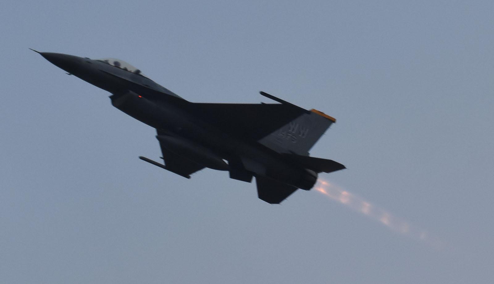 F16cm171128g984