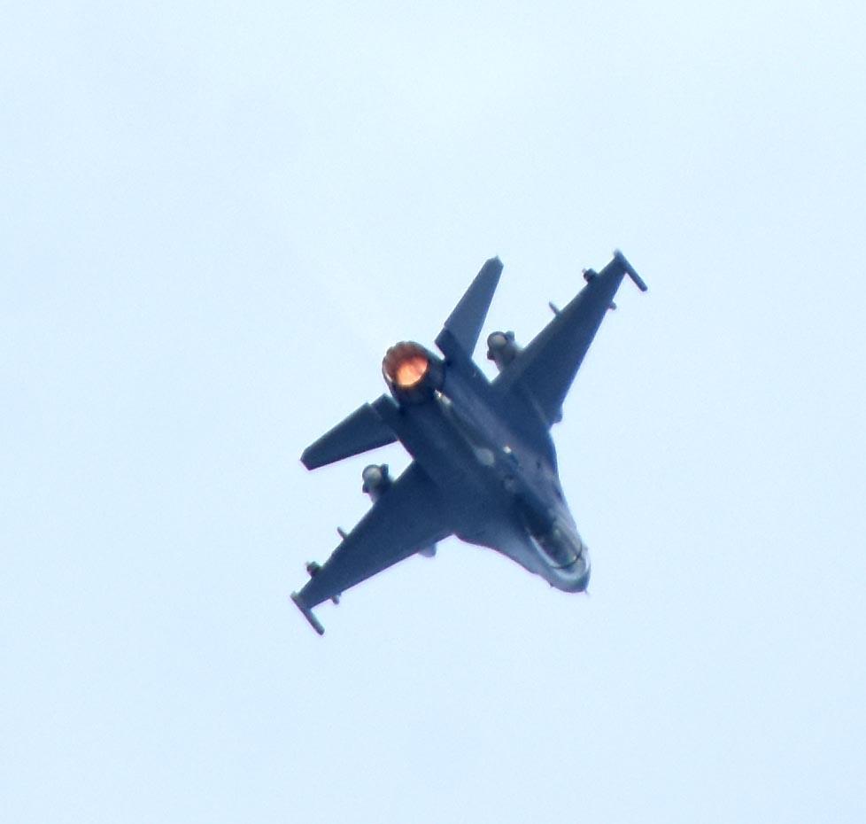 F16dm180917g132
