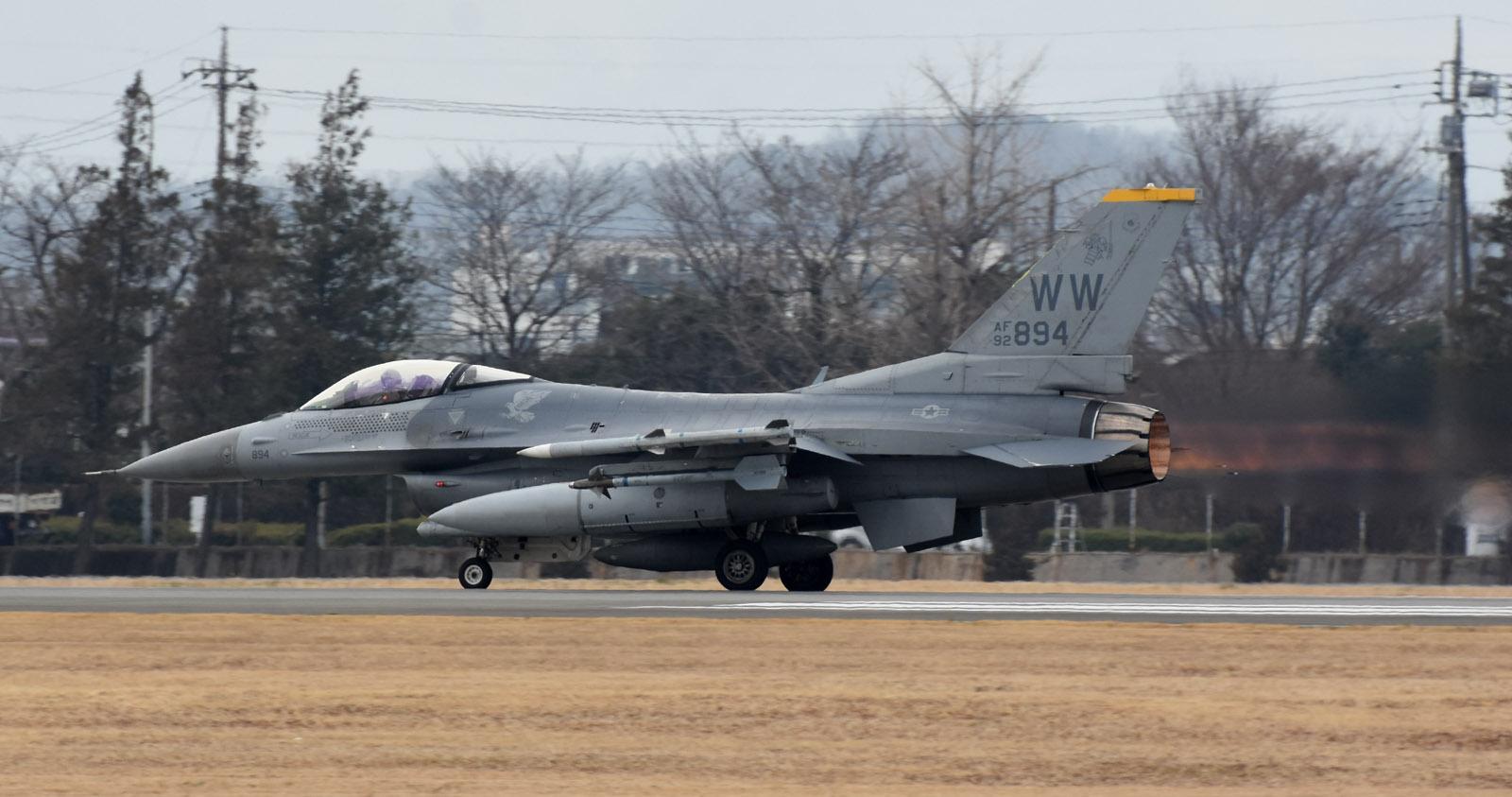 F16cm190301g889