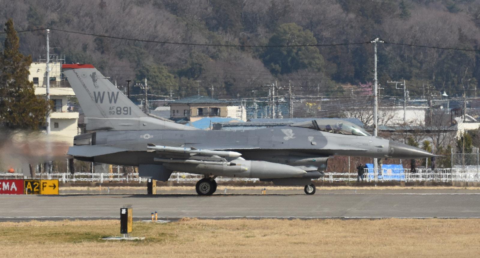 F16cm190312g976