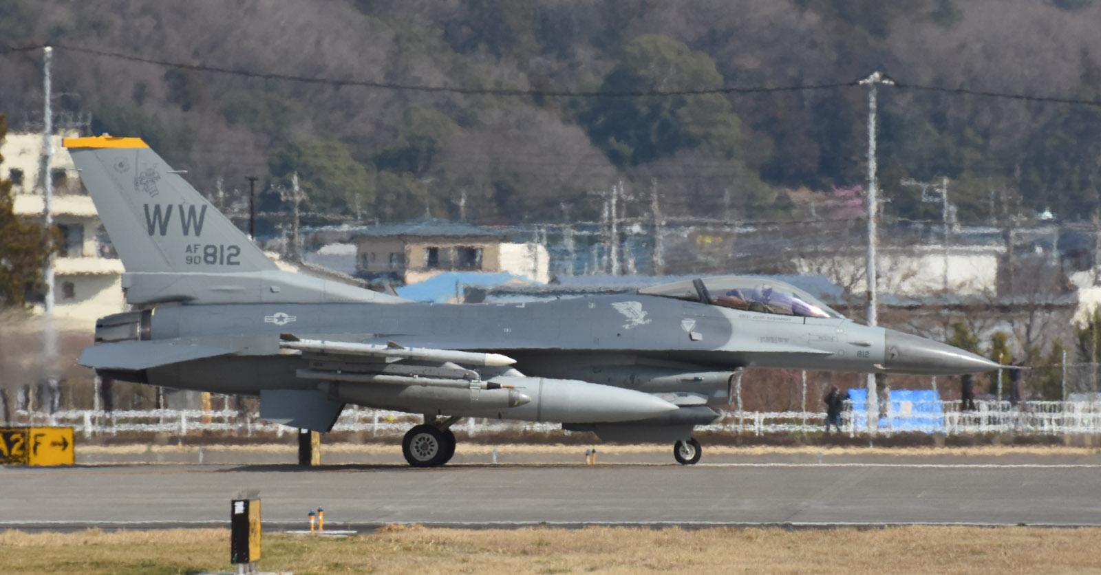 F16cm190312g995
